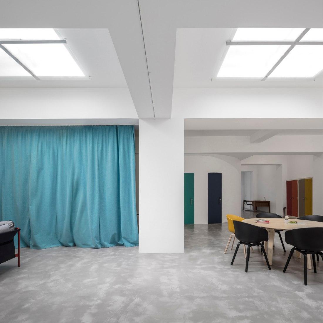 De garaje a vivienda por Fala Atelier. Fotografía © Fernando Guerra. FG+SG
