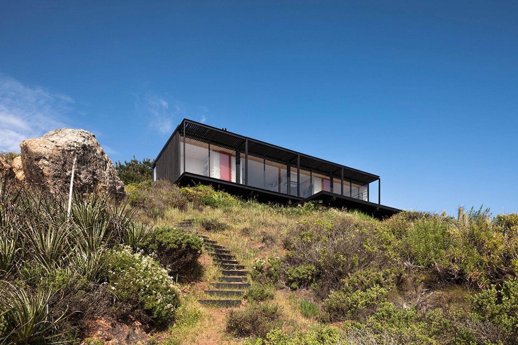 Exterior view. Casa Remota by Felipe Assadi Arquitectos. Photography © Fernando Alda