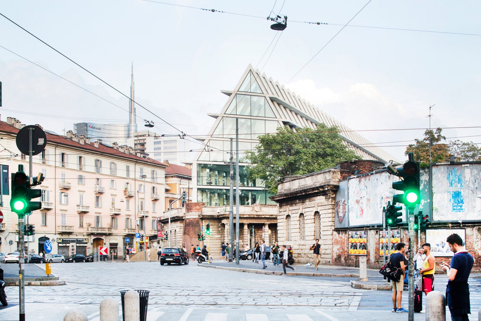 Feltrinelli Porta Volta por Herzog & de Meuron. Fotografía © Filippo Romano