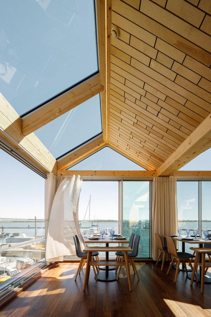 Restaurante Clube de Vela da Costa Nova por Ferreira Arquitectos. Fotografía por Ivo Tavares Studio