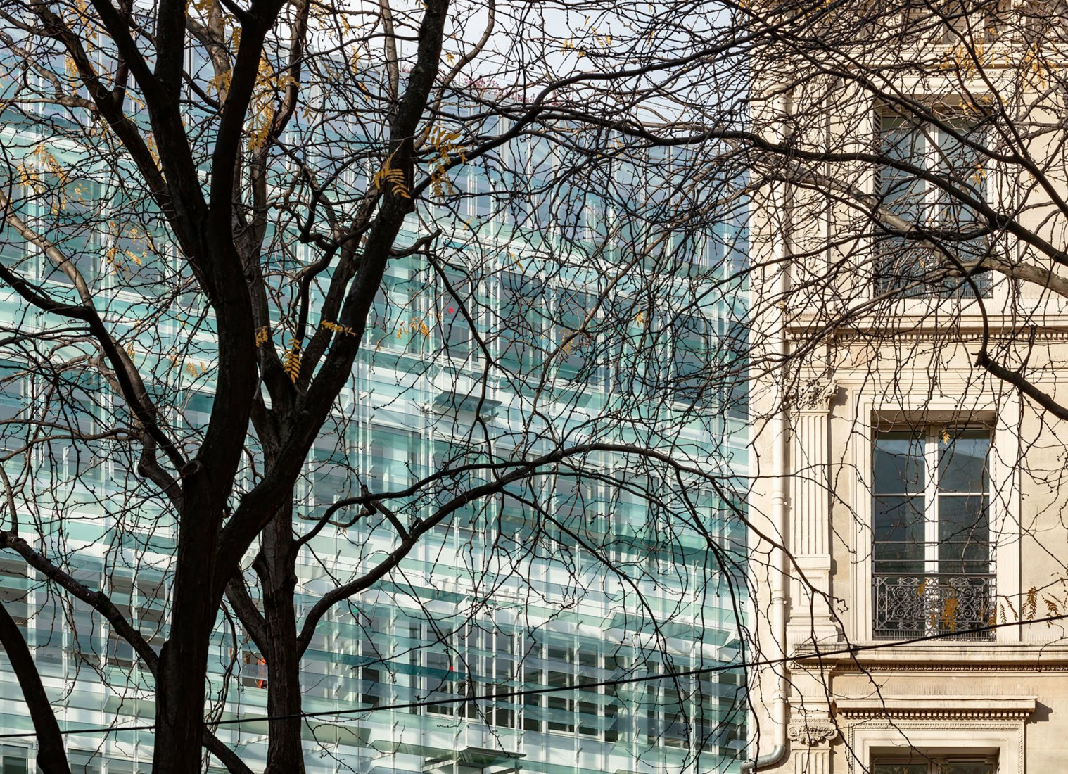 Complejo de uso mixto Grand Central Saint-Lazare por Ferrier Marchetti Studio. Fotografía por Luc Boegly