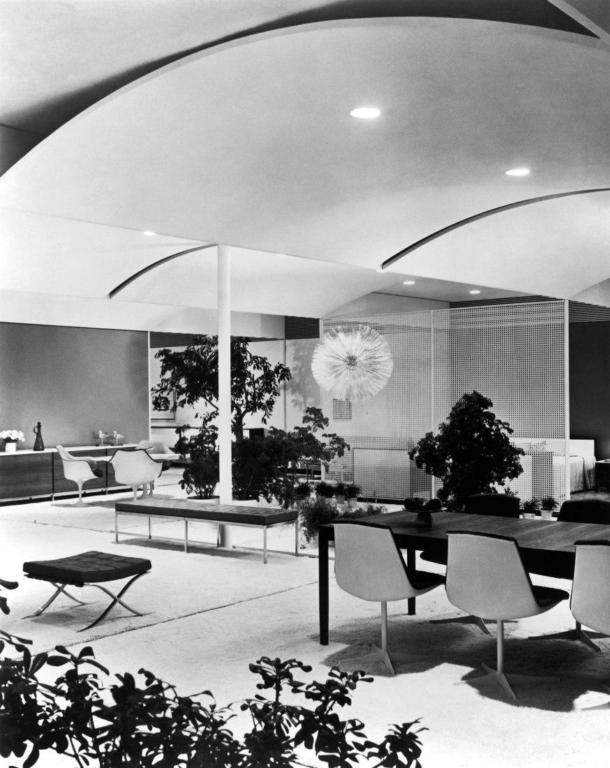 Entre 1951 y 1961, Florence Knoll diseñó salas de exhibición en todo el mundo desde Dallas a París, desde San Francisco a Milán. Imagen cortesía de Knoll.