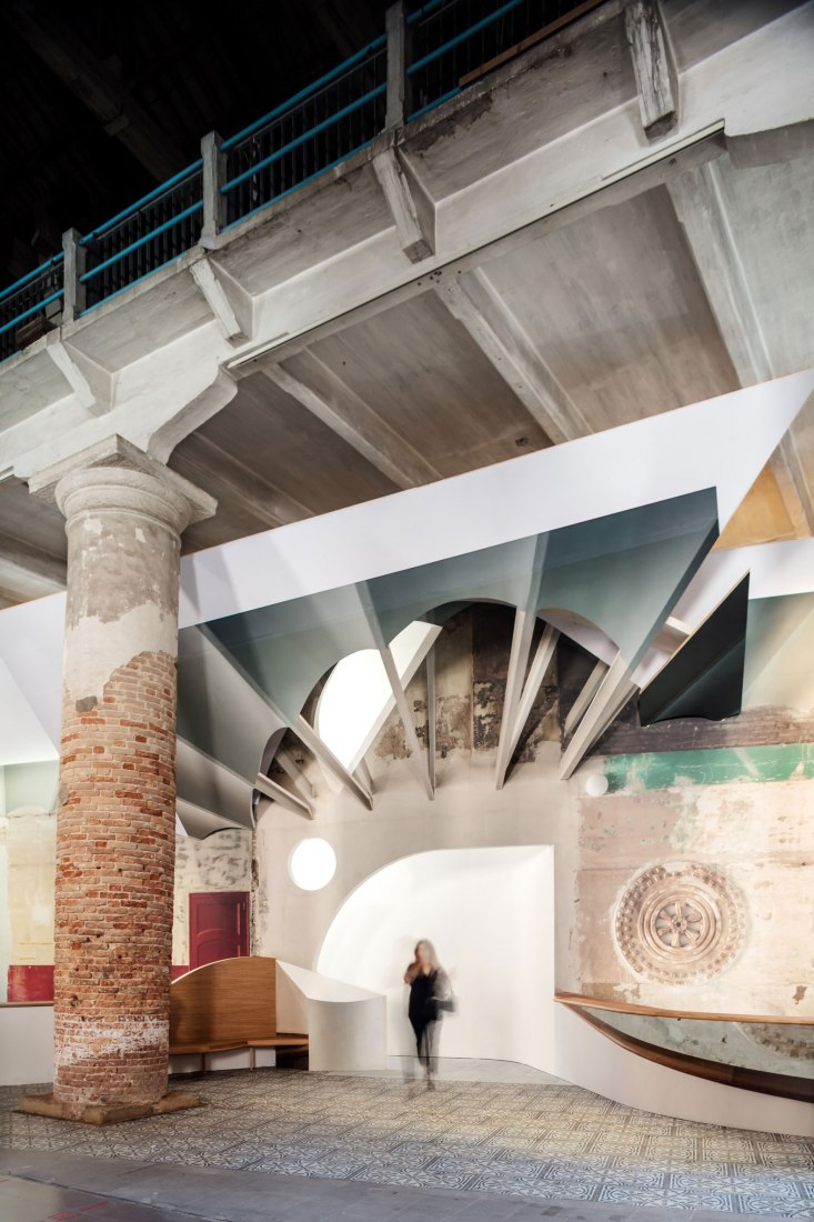 'Liquid Light' by Flores & Prats. 16th International Architecture Exhibition - La Biennale di Venezia, FREESPACE. Photogaph by Adrià Goula Photo