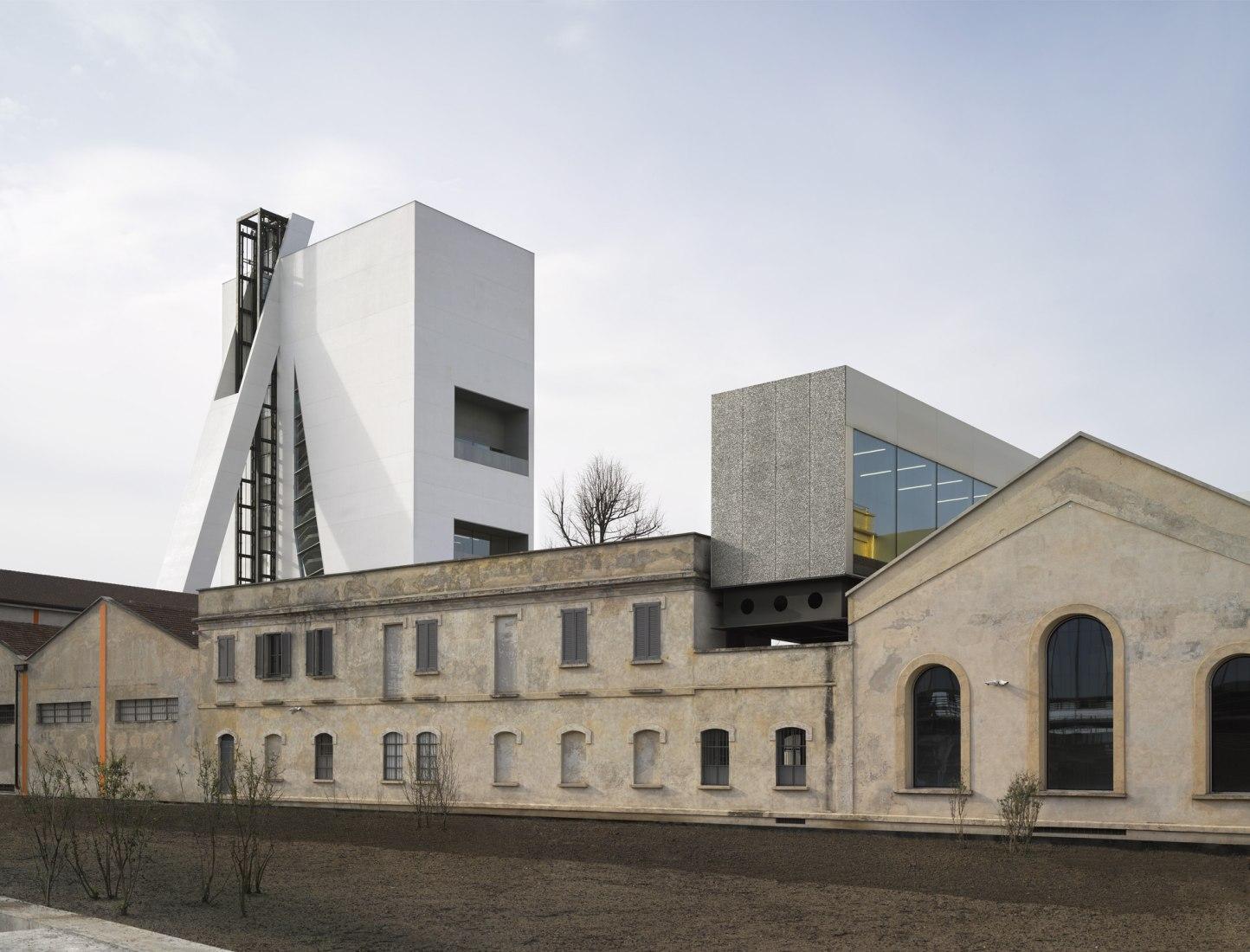 Torre, Complejo de la Fondazione Prada de OMA. Fotografía © Bas Princen. Cortesía de Fondazione Prada