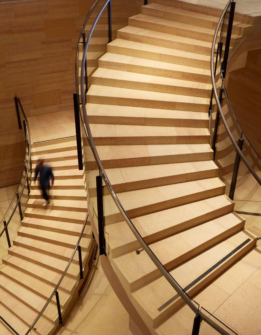 Rehabilitación y ampliación interior del Museo de Arte de Filadelfia por Frank Gehry. Fotografía por Steve Hall