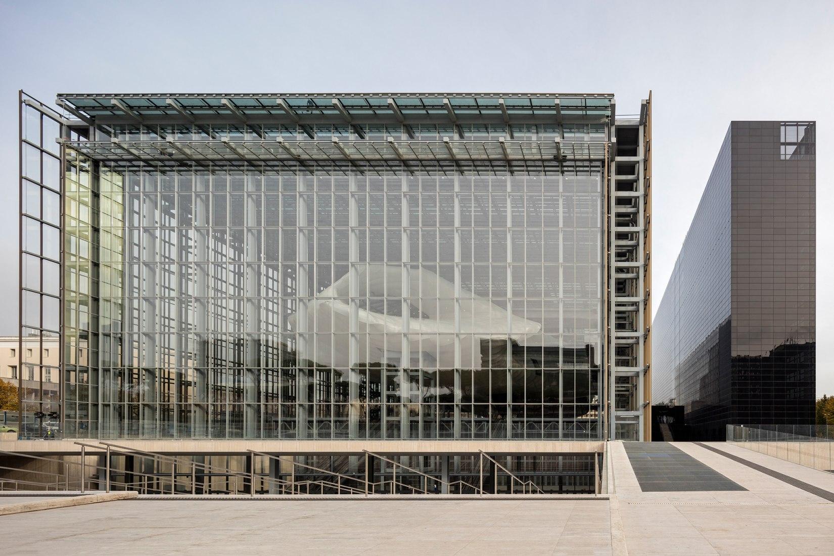 New Rome /EUR Convention Centre and Hotel 'the Cloud' by Studio Fuksas. Photograph © Leonardo Finotti