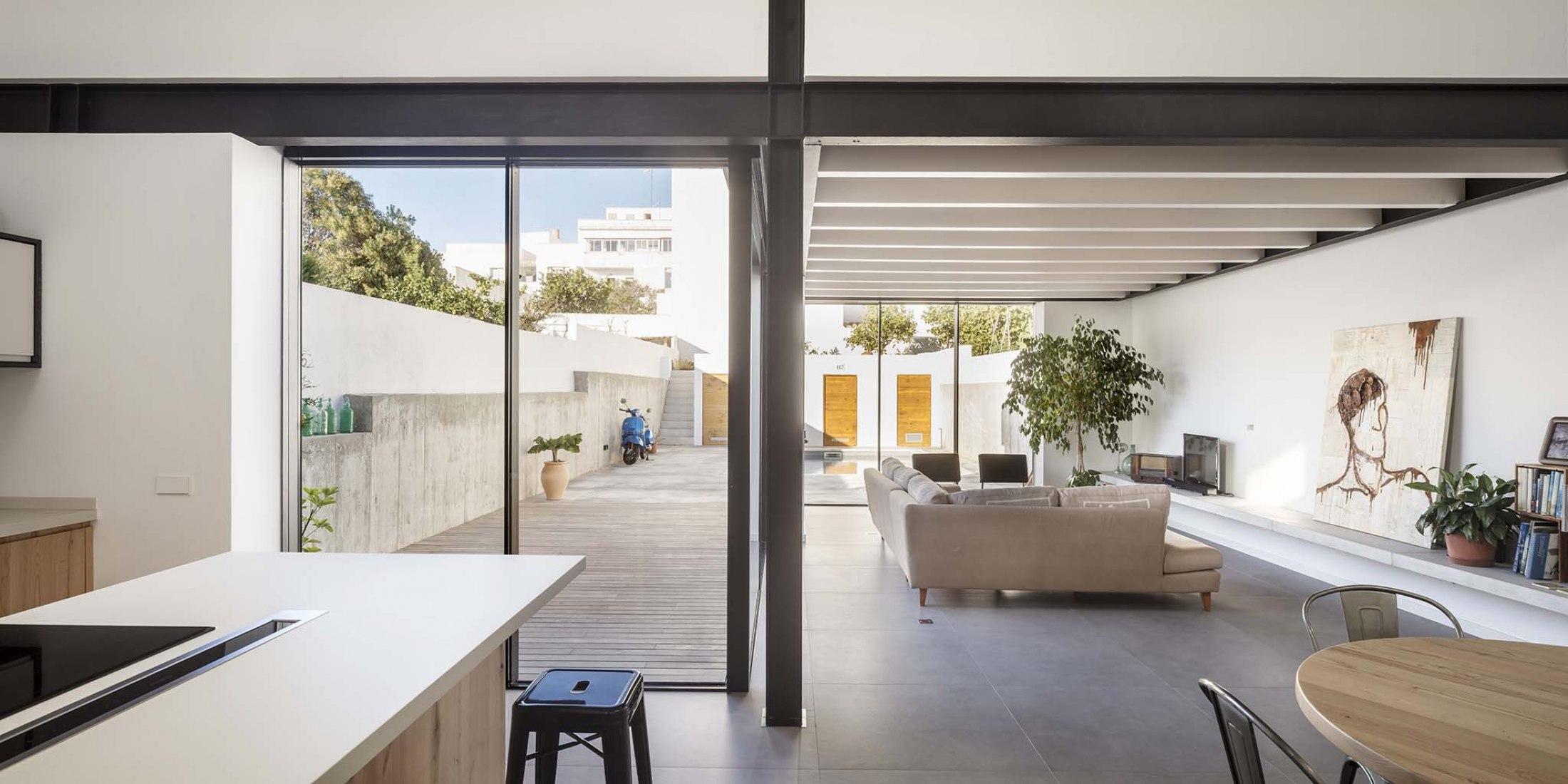Casa L+C por Gabriel Montañés. Fotografía por Adrià Goula