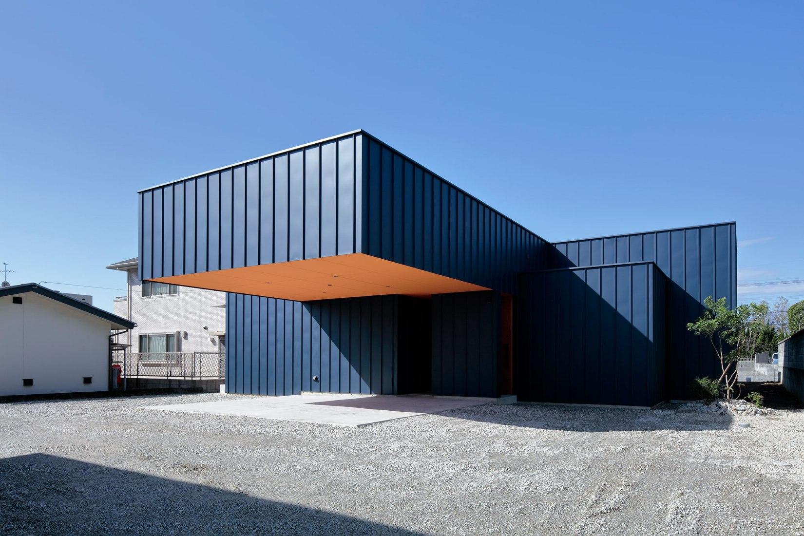 Garden Outline House by Takanori Ineyama Architects. Photograph by Koichi Torimura.