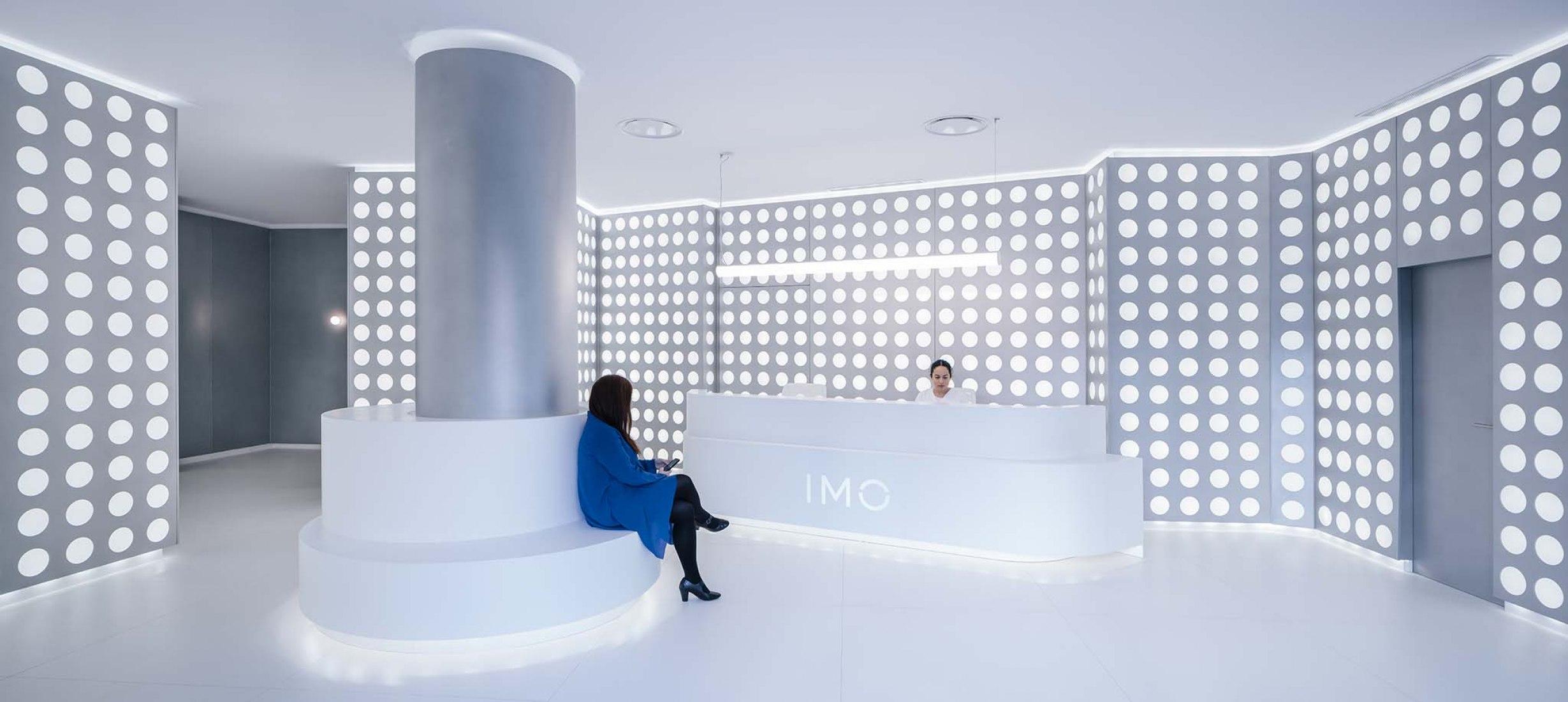 OCULUM, vestíbulo del Instituto de Microcirugía Ocular de Mirasierra por gon architects. Fotografía por Imagen Subliminal.