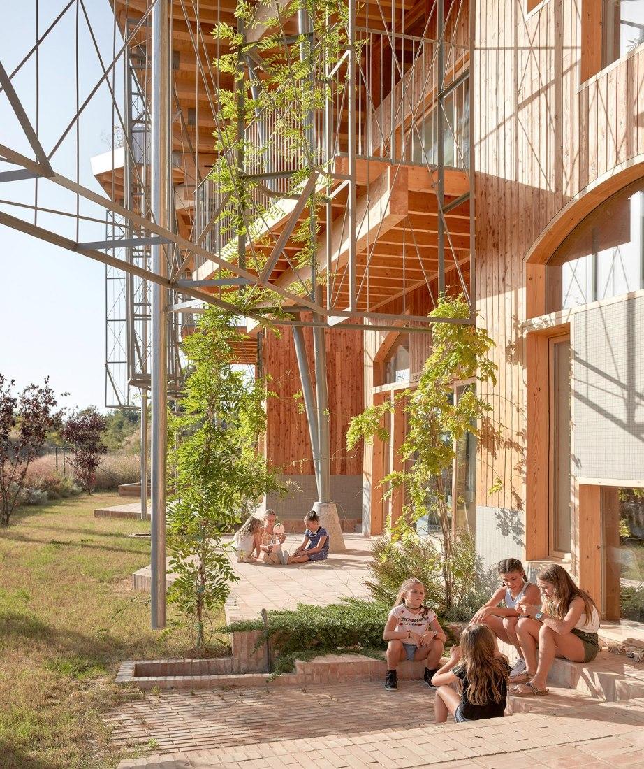 Colegio Imagine Montessori por Gradolí & Sanz Arquitectes. Fotografía por Mariela Apollonio