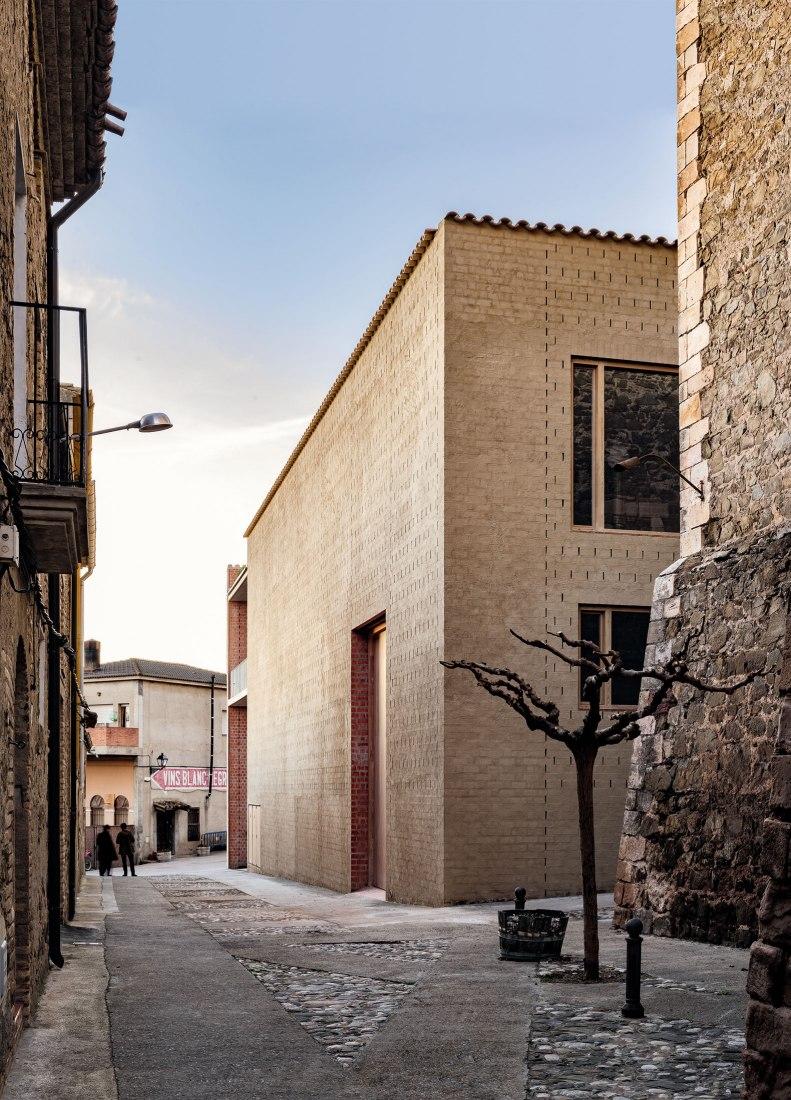 Bodegas Clos Pachem by Harquitectes. Photograph by Jesús Granada