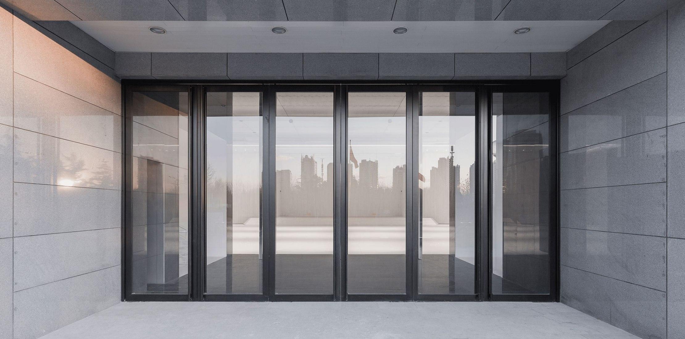 Acceso. Renovación de la Sala Multi-funcional en CAFA por Han Wenqiang y Zhao Yang. Fotografía por Jin Weiqi