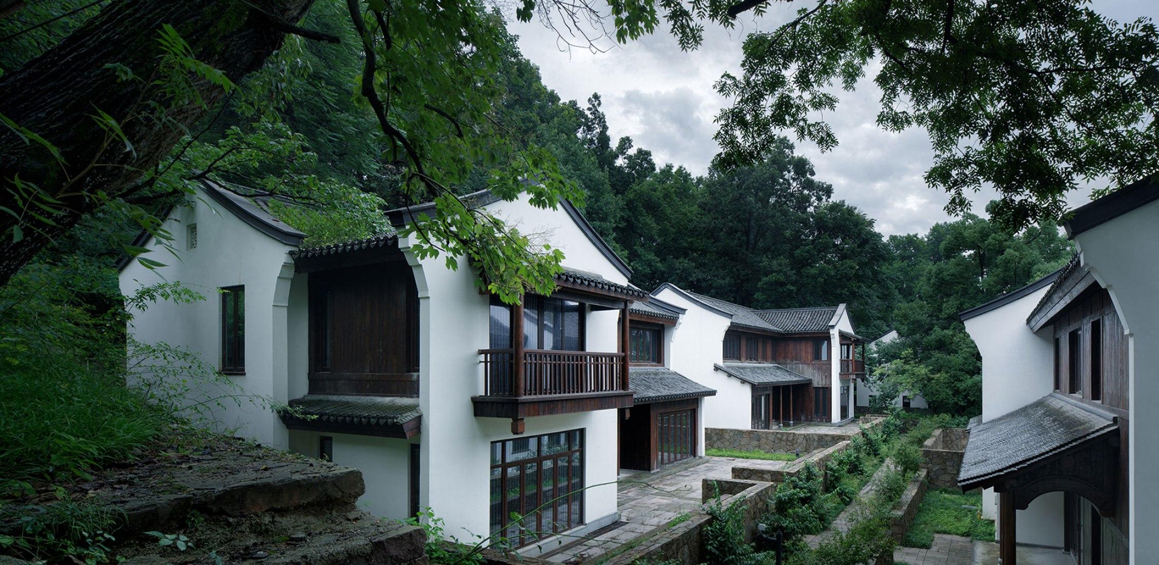 Proyecto de renovación general del hotel Hangzhou Ya Gu Quan Shan por UAD. Fotografía de Zhao Qiang.