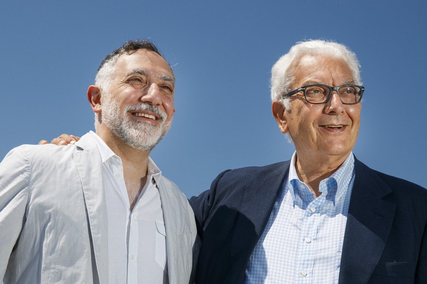 Hashim Sarkis, comisario de la Exposición Internacional de Arquitectura 17a y Paolo Baratta, presidente de la Bienal de Venecia. Imagen de Jacopo Salvi, cortesía de La Biennale di Venezia.