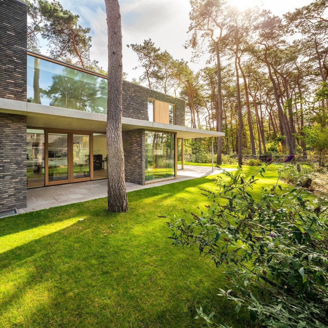 Villa Zeist 2 por HofmanDujardin. Fotografía por Matthijs van Roon