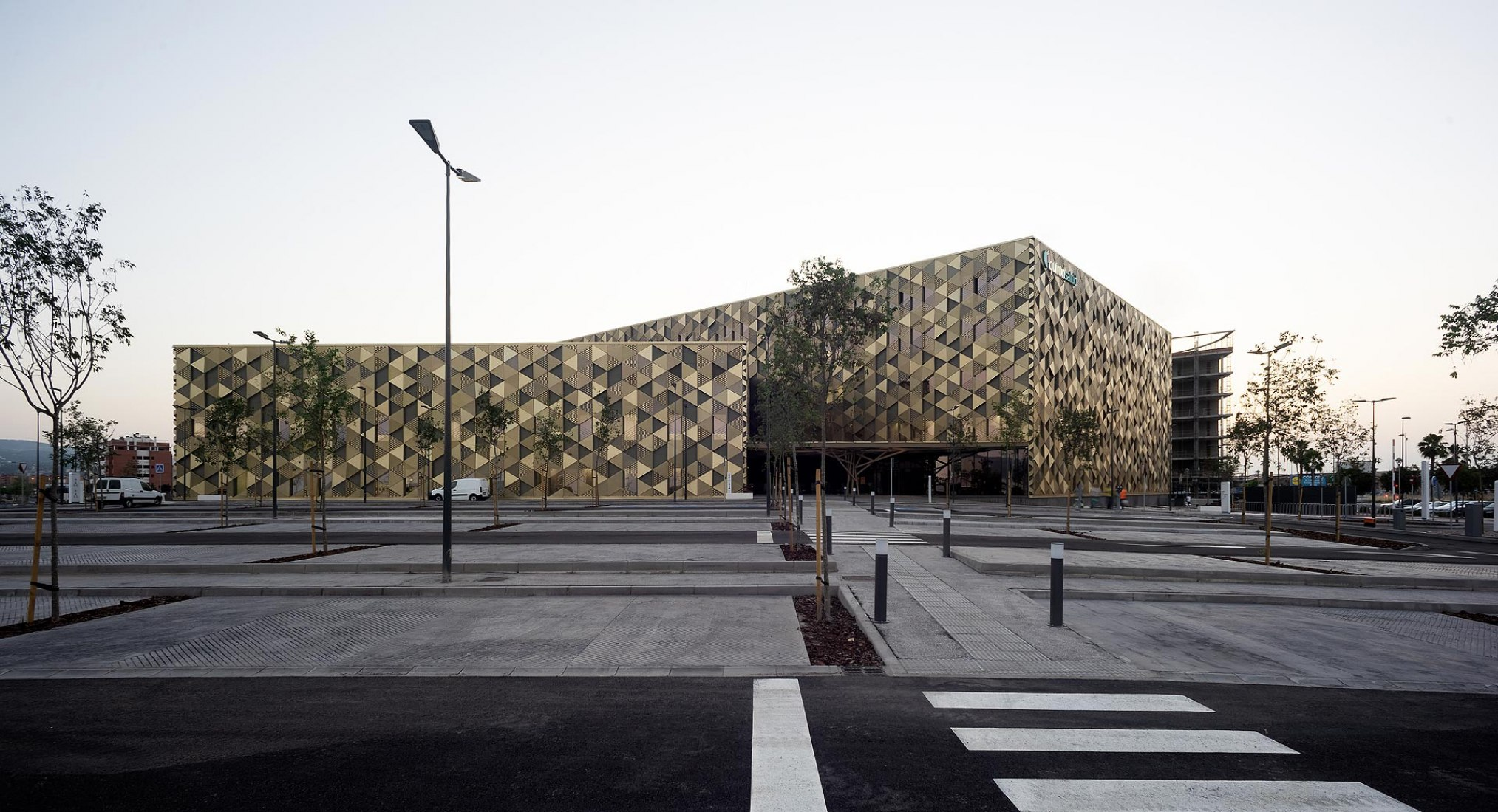 Hospital Quirónsalud Córdoba by Enero Arquitectura. Photograph by Jorge Allende.