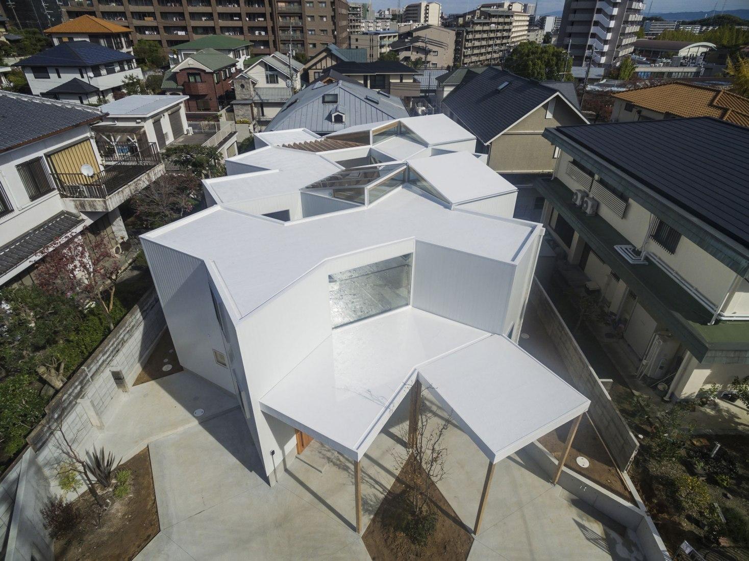 Casa en Hokusetsu por Tato Architects / Yo Shimada. Fotografía por shinkenchiku sha.