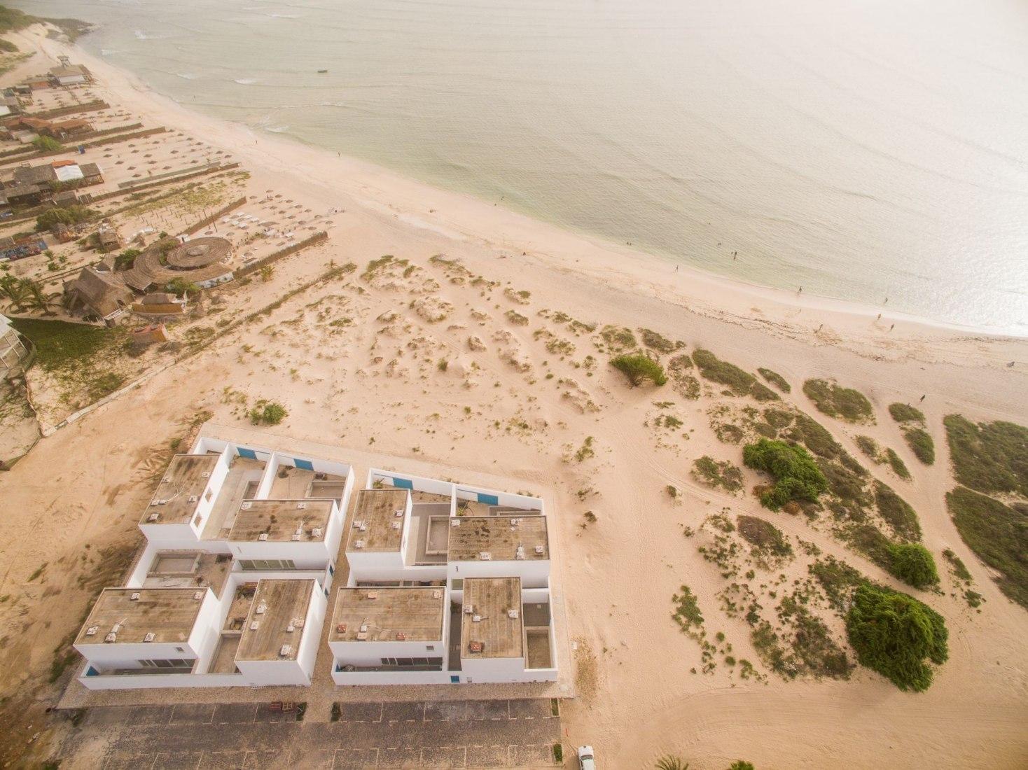 Casas en la Playa de Estoril por jaa. Fotografía © Nuno Almendra.