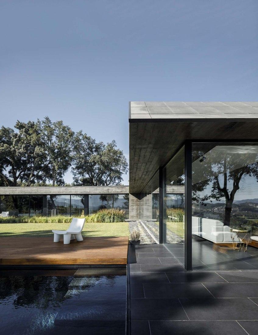 Casa dos Sobreiros por Hugo Pereira Arquitetos. Fotografía por Ivo Tavares Studio