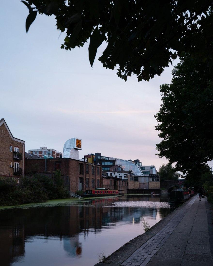 Antepavillon 2017 por PUP Architects. En Hoxton Docks, en el canal de Regent al este de Londres. Fotografía @ Jim Stephenson