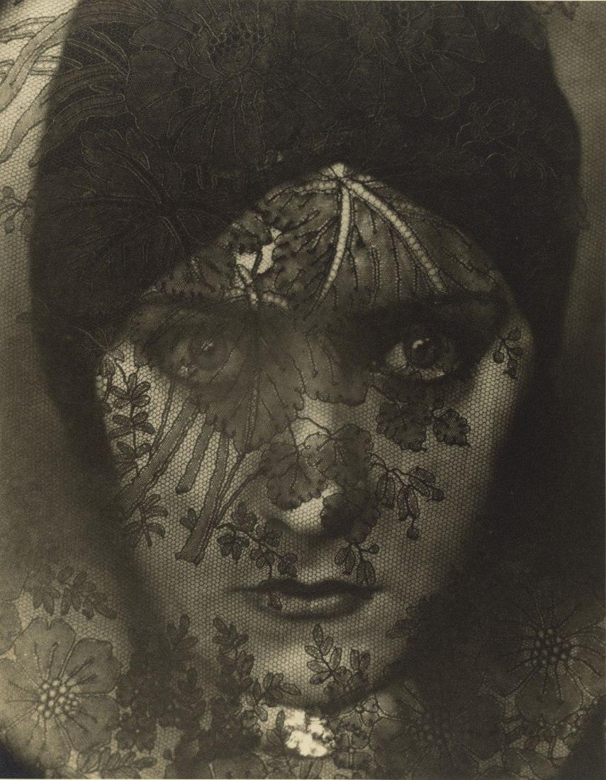 Gloria Swanson, 1924. Edward Steichen, american, born Luxembourg, 1879–1973. Gelatin silver print. The J. Paul Getty Museum, Los Angeles © Condé Nast