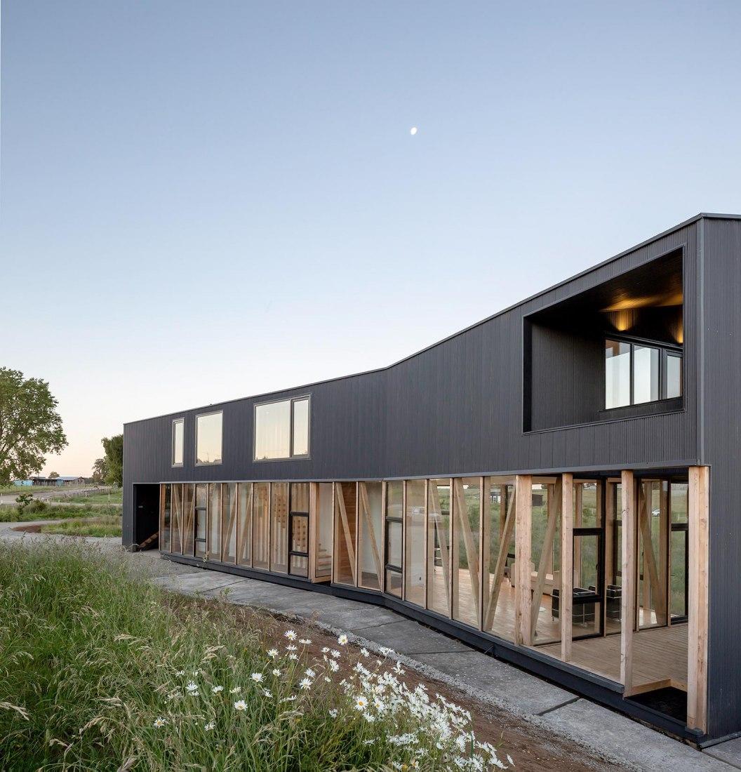 Casa Maitenes por Ignacio Correa. Fotografía por Aryeh Kornfled