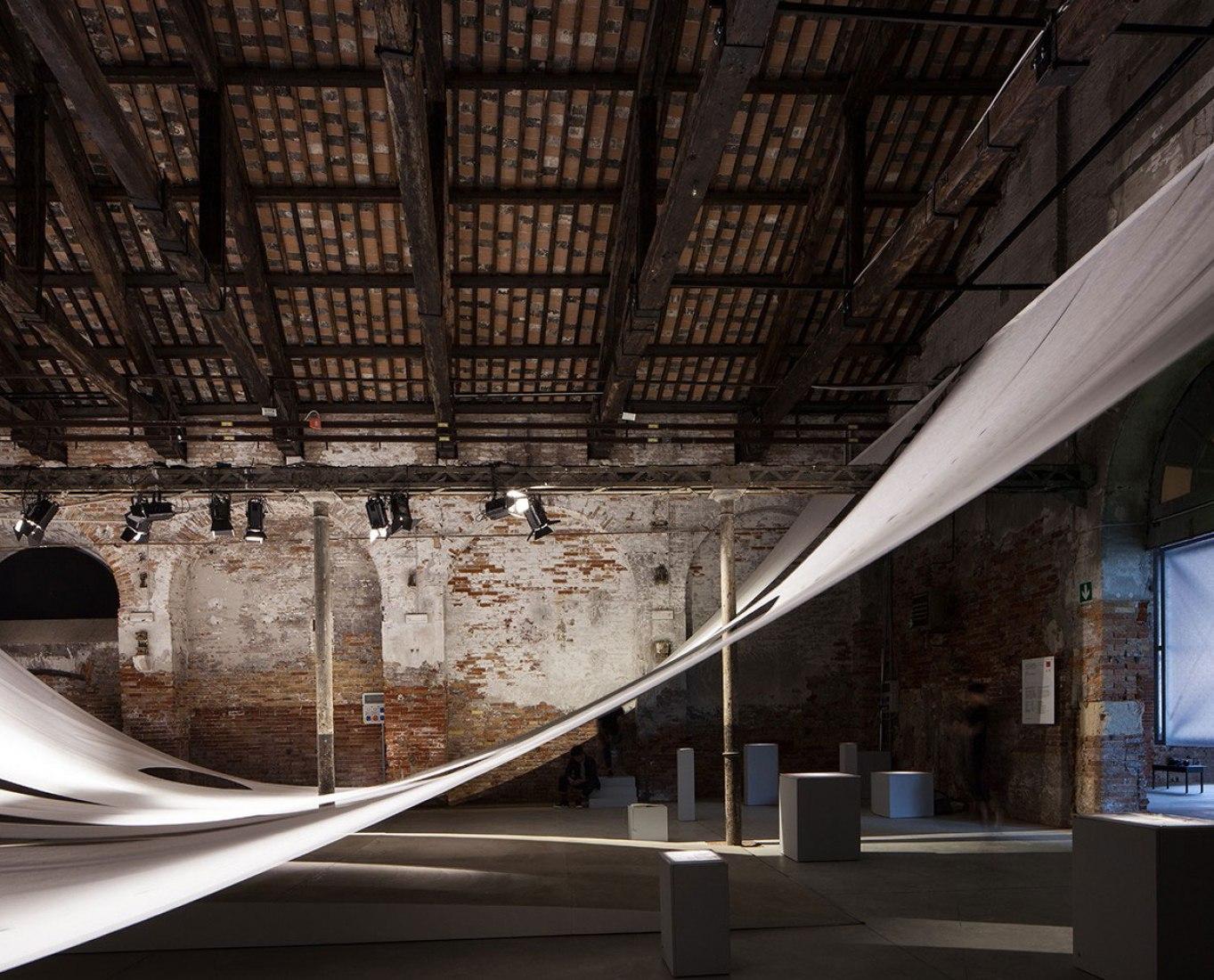 Vista interior. Pabellón de Indonesia para la Bienal de Arquitectura de Venecia. Fotografía de Francesco Galli