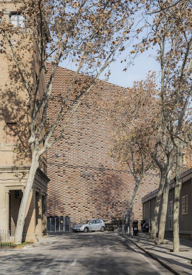 Sant Pau Hospital's Research Institute by Pich-Aguilera. Photograph by Aldo Amoretti