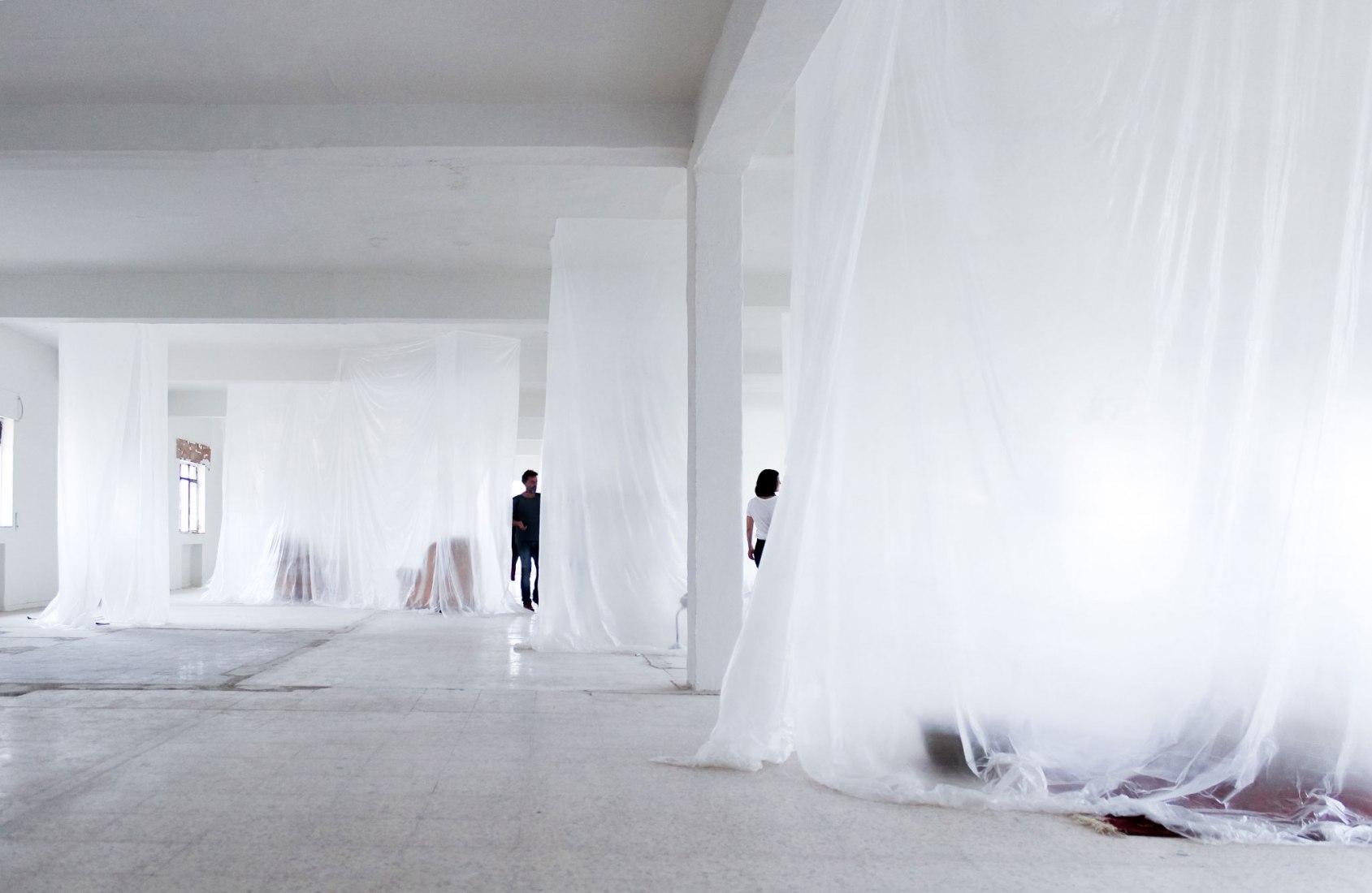 Intervención urbana. DOMESTICAR, la primera puesta en escena estética del grupo Espacio Interrogante [?]. Fotografía por Judit Otero / METALOCUS