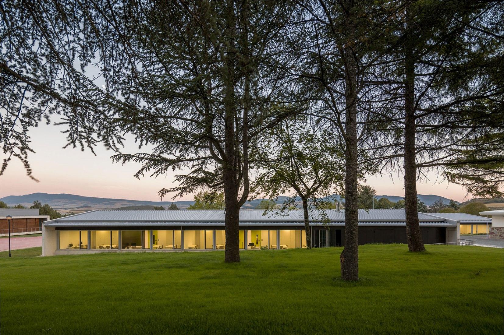 Colegio de Education Especial Isterria por Blasco Esparza Arquitectos & Asociados. Fotografía © Pedro Pegenaute