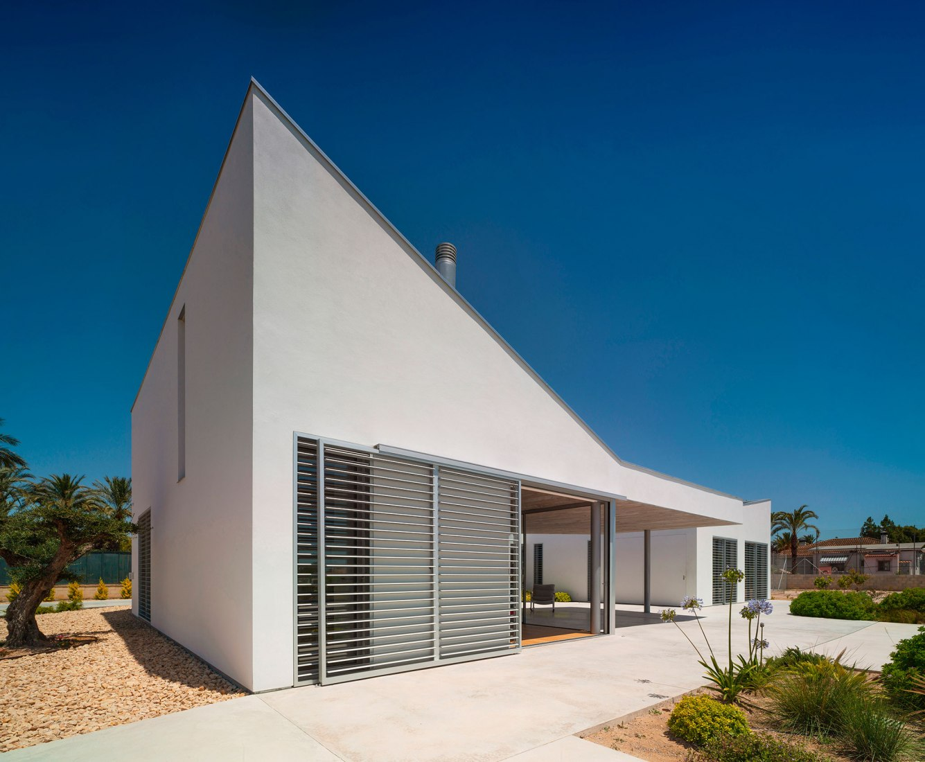 Patioporche House by Jaime Sepulcre Arquitecturas. Photograph by David Frutos Ruiz