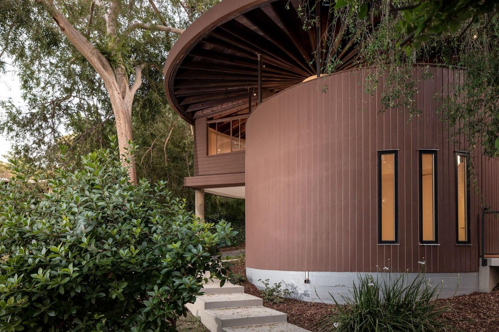 John Lautner's Sherman Oaks house. Image courtesy of realtor