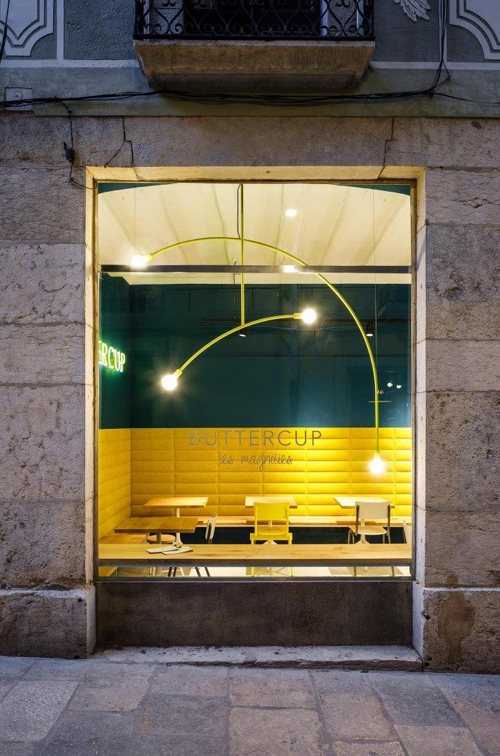 Buttercup pastelería y cafetería por Jordi Ginabreda + Anna Sabrià. Fotografía por Marcela Grassi
