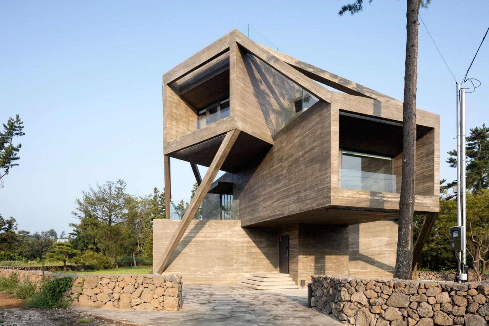 Vista del acceso. Casa en la isla de Jeju por Moon Hoon. Cortesía de Moon Hoon