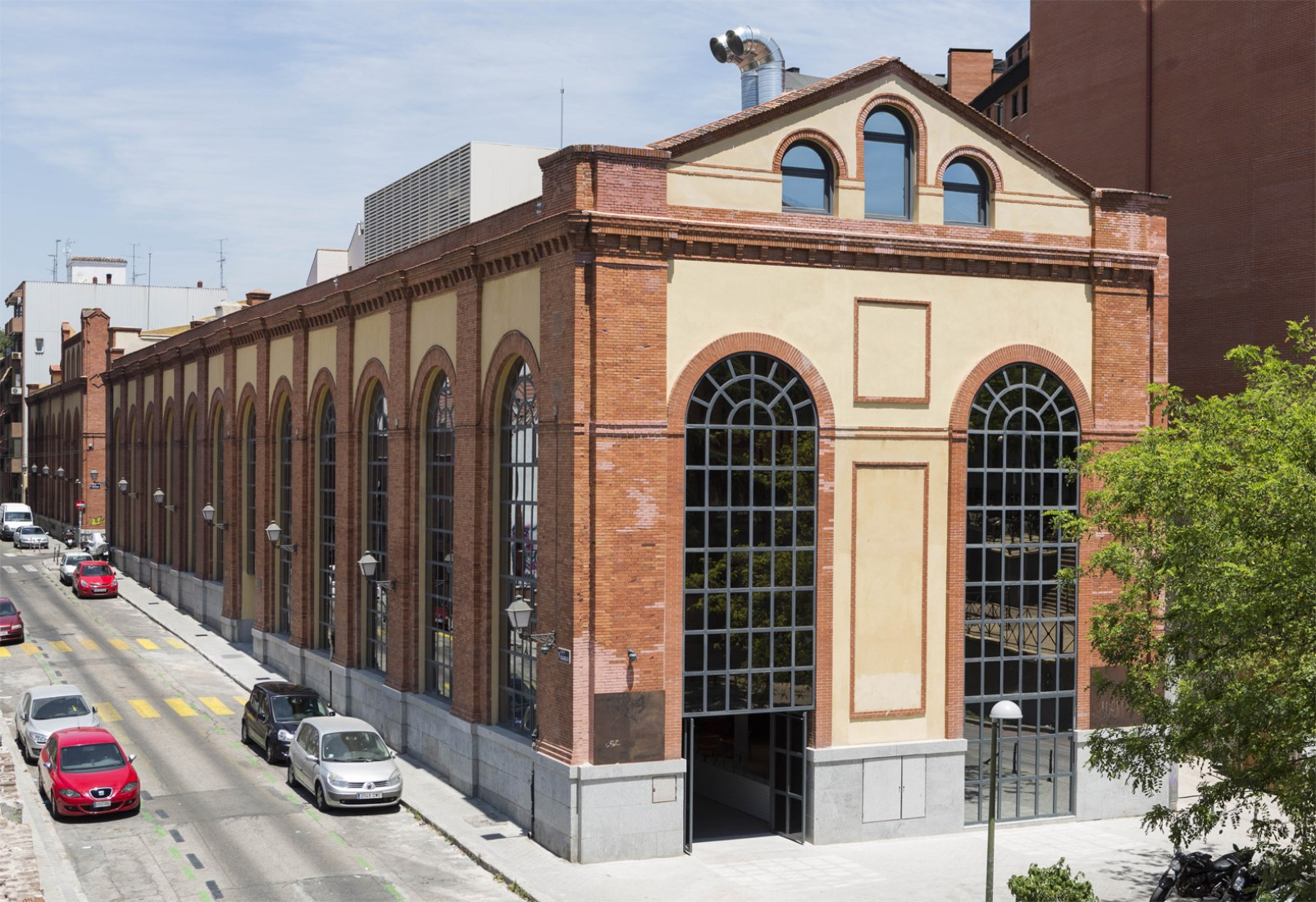 Campus Madrid por Jump Studios. Imagen del exterior tras la rehabilitación. Fotografía © Pedro González. Imagen cortesía de Campus Madrid.