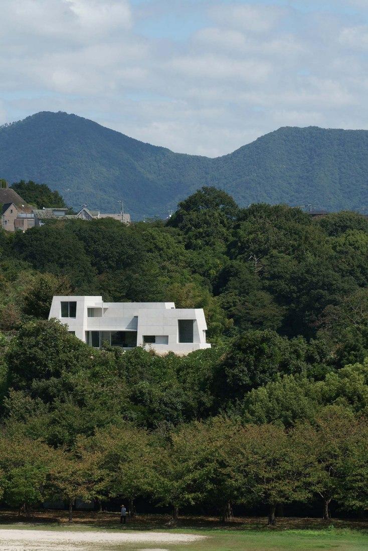 Casa en Mukainada por Kazunori Fujimoto. Fotografía por Kazunori Fujimoto