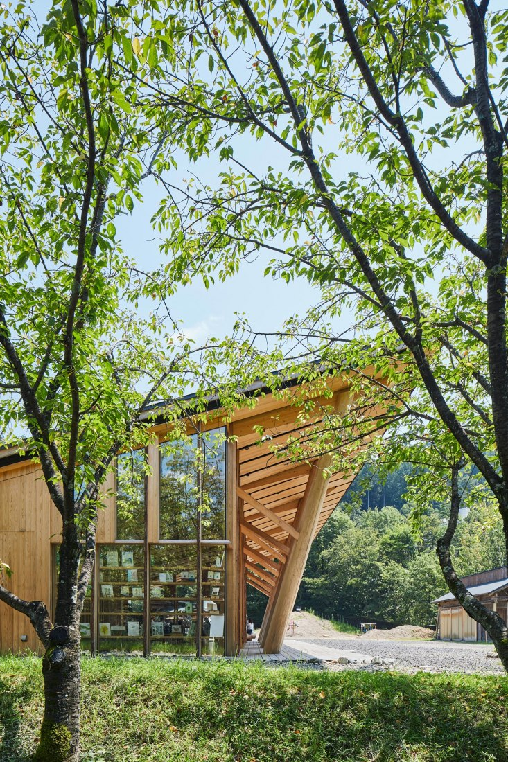Morinos. Academy of Forest Science and Culture by Kengo Kuma. Photograph by Kenya Chiba