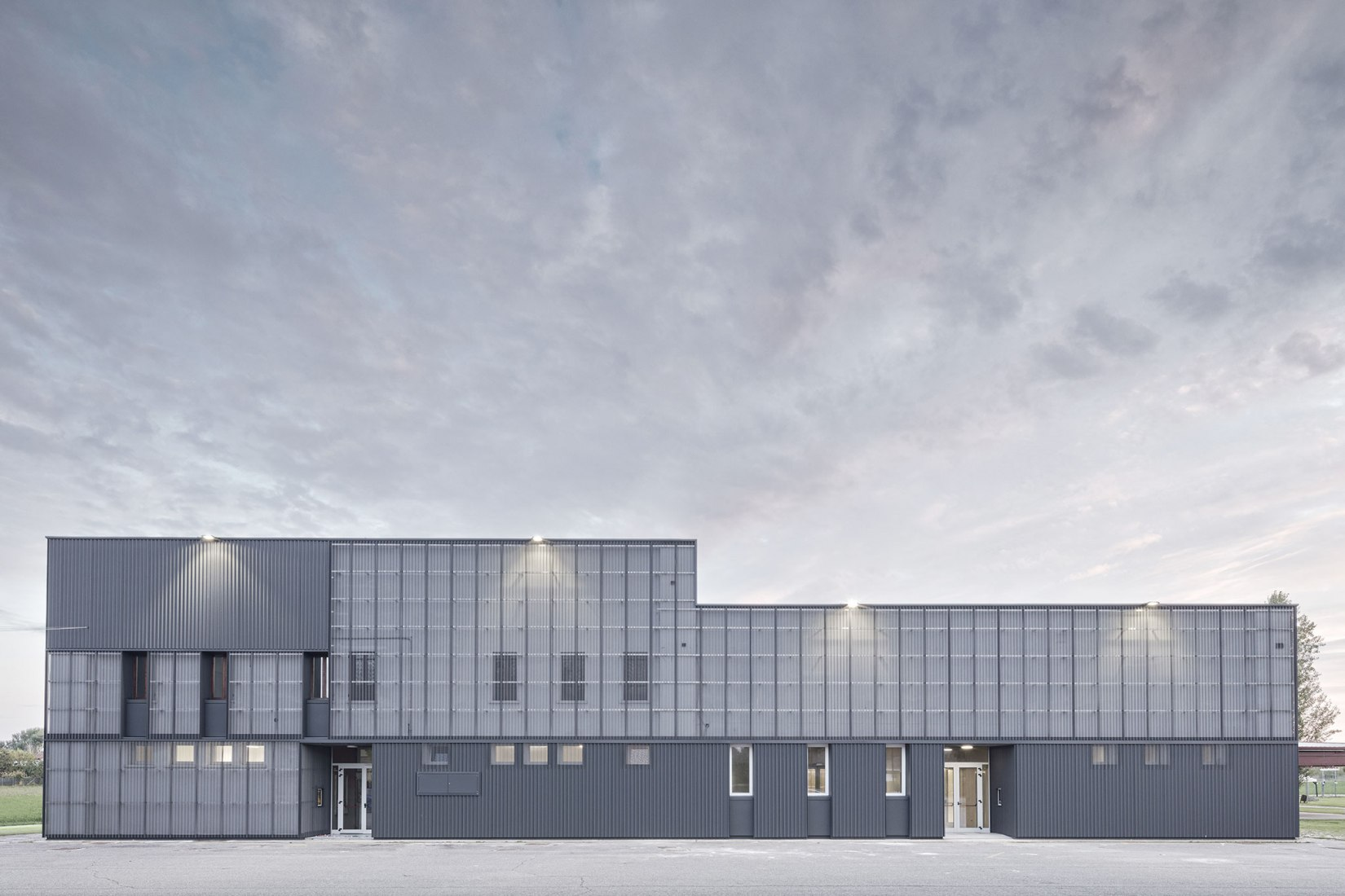 New multi-purpose hall by KM 429 architettura. Photograph by Davide Galli