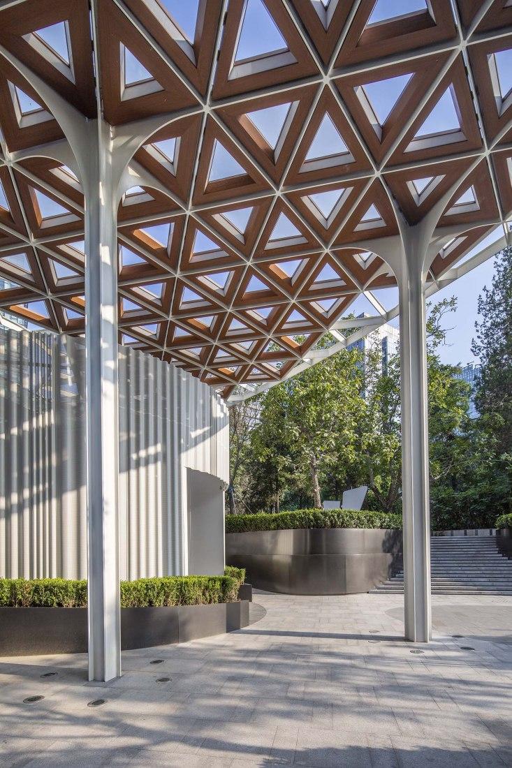 Rehabilitación de la Galería del Centro Comercial-Instreet CR Land en Pekín por Kokaistudios
