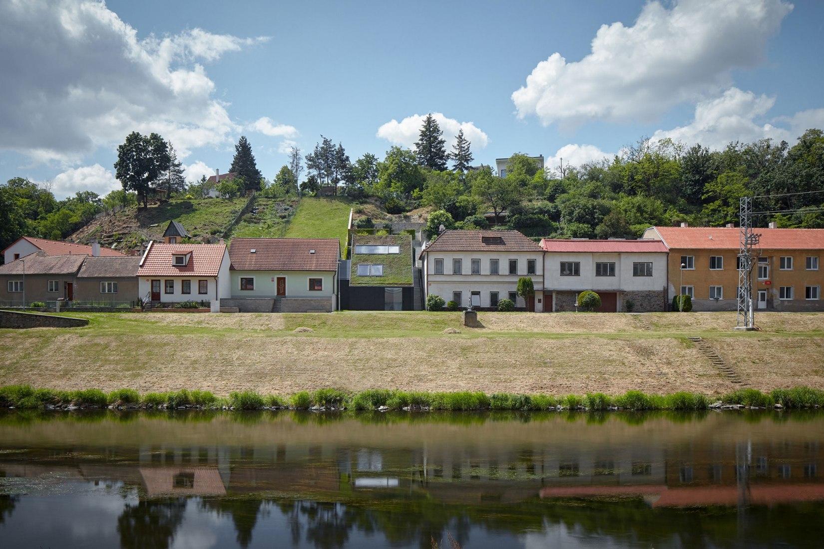 Family House in the River Valley by Kuba & Pilar architekti. Photograph by BoysPlayNice