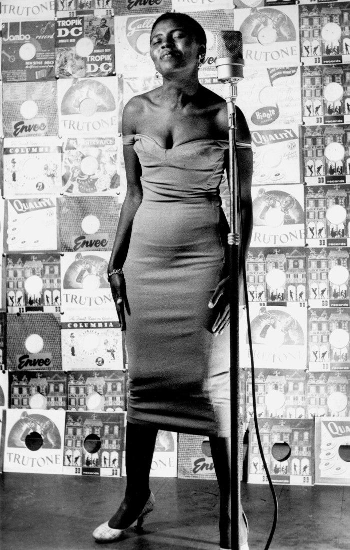 La cantante Miriam Makeba portada de Drum 1955, Miriam Makeba, una de las principales cantantes de la década de 1950. Cortesía de la Colección Per Amor a l'Art - The Schadeberg  Collection.