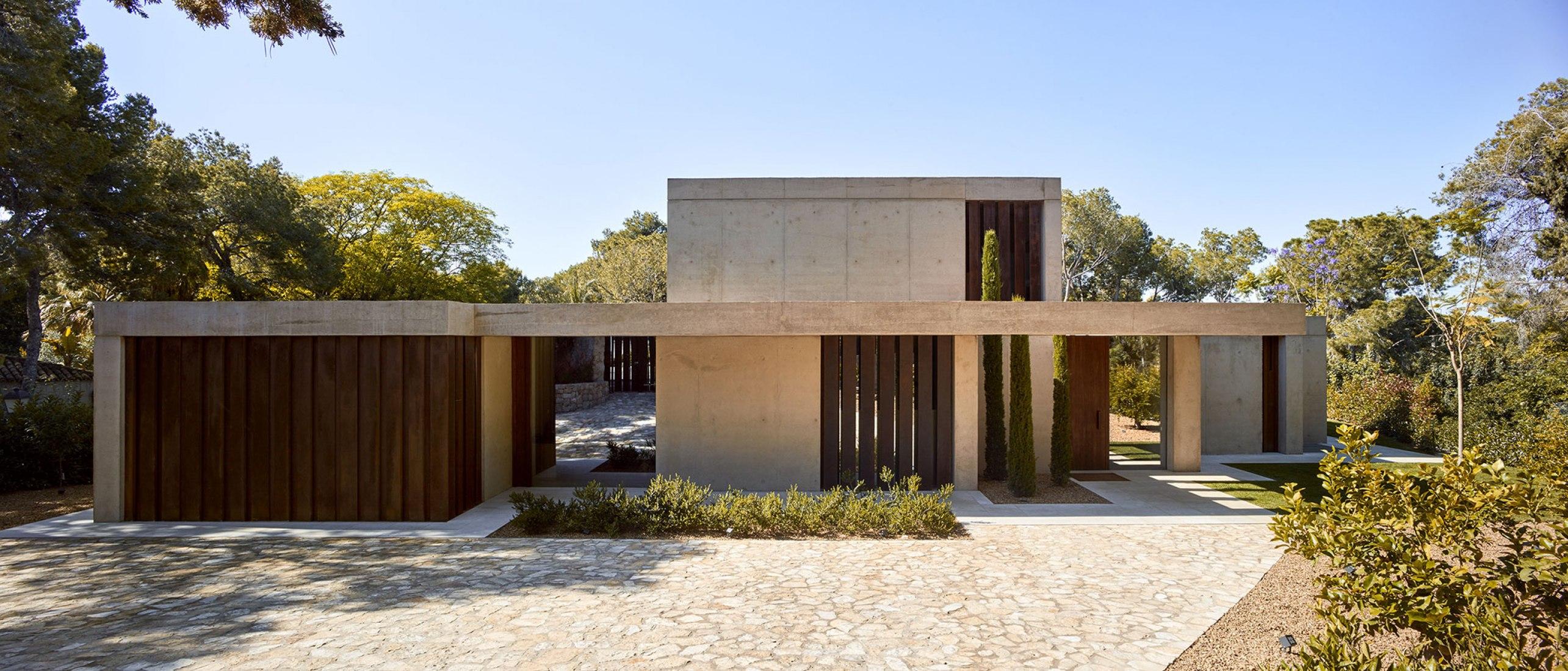 Casa en la Pinada por Ramón Esteve. El jardín del Mediterráneo. Fotografía © Mariela Apollonio