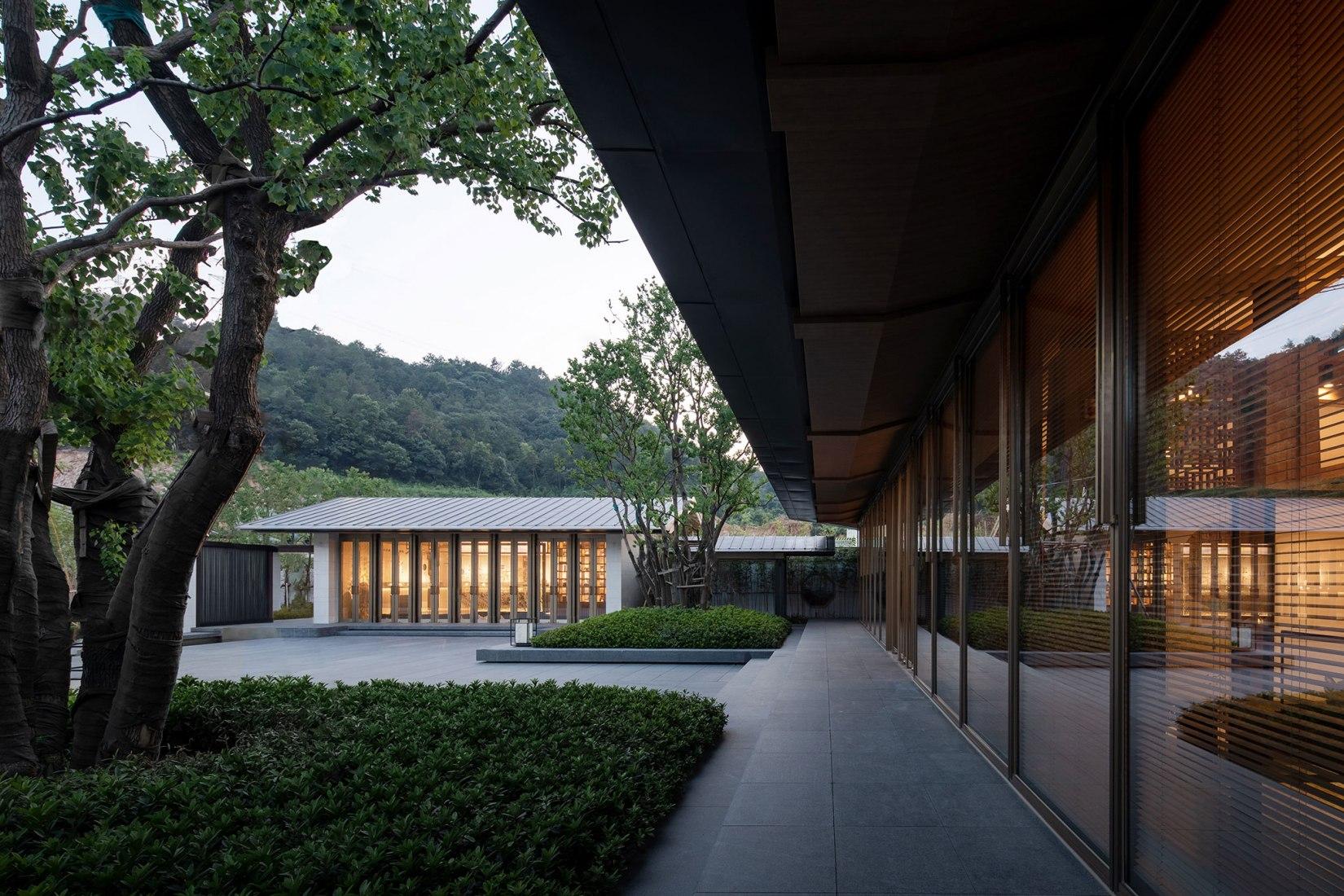 Residencia de montaña Deqing por Lacime Arquitectos. Fotografía por Schran Images.