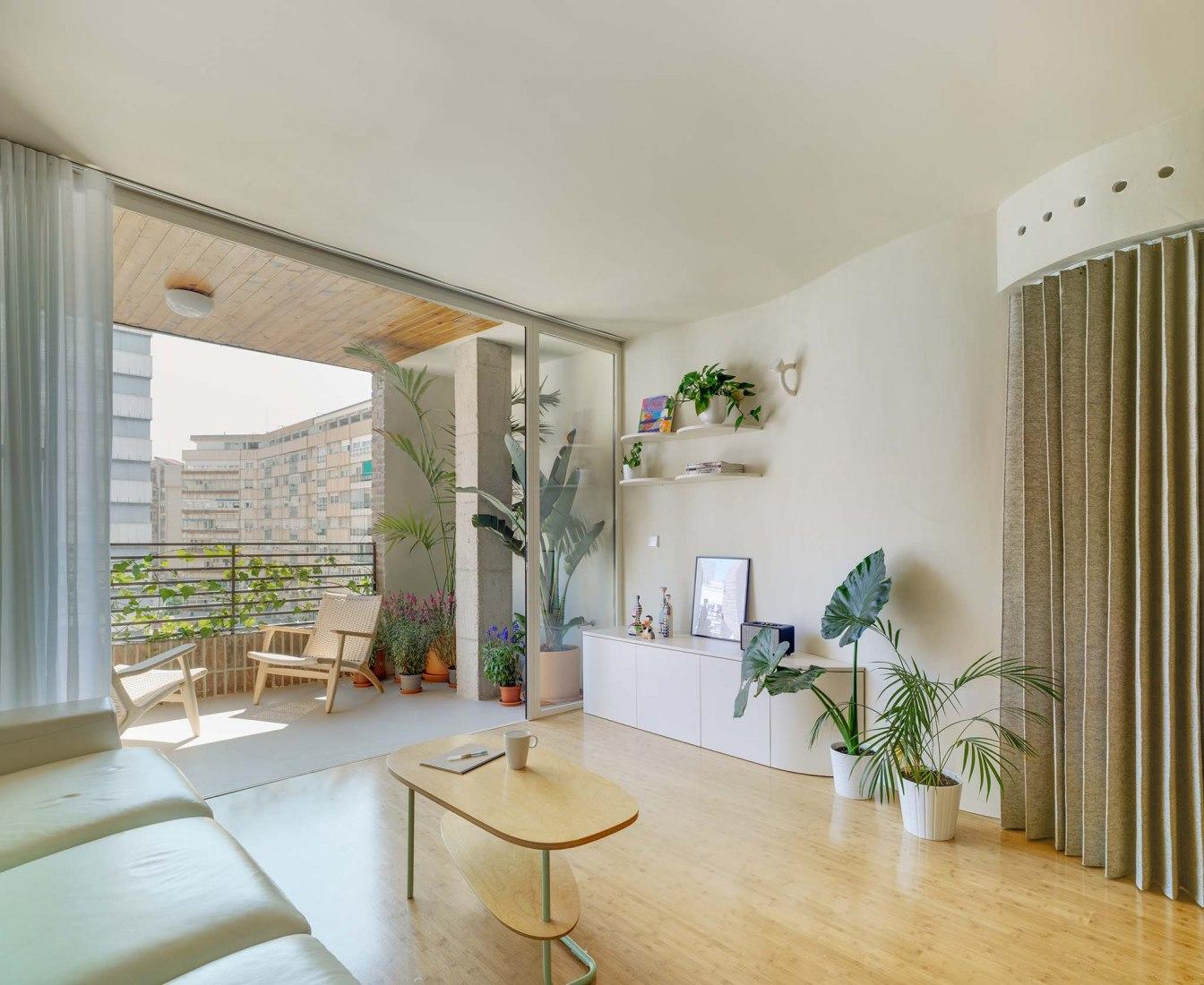 Casa Mo por Laura Ortín Arquitectura. Fotografía por David Frutos.
