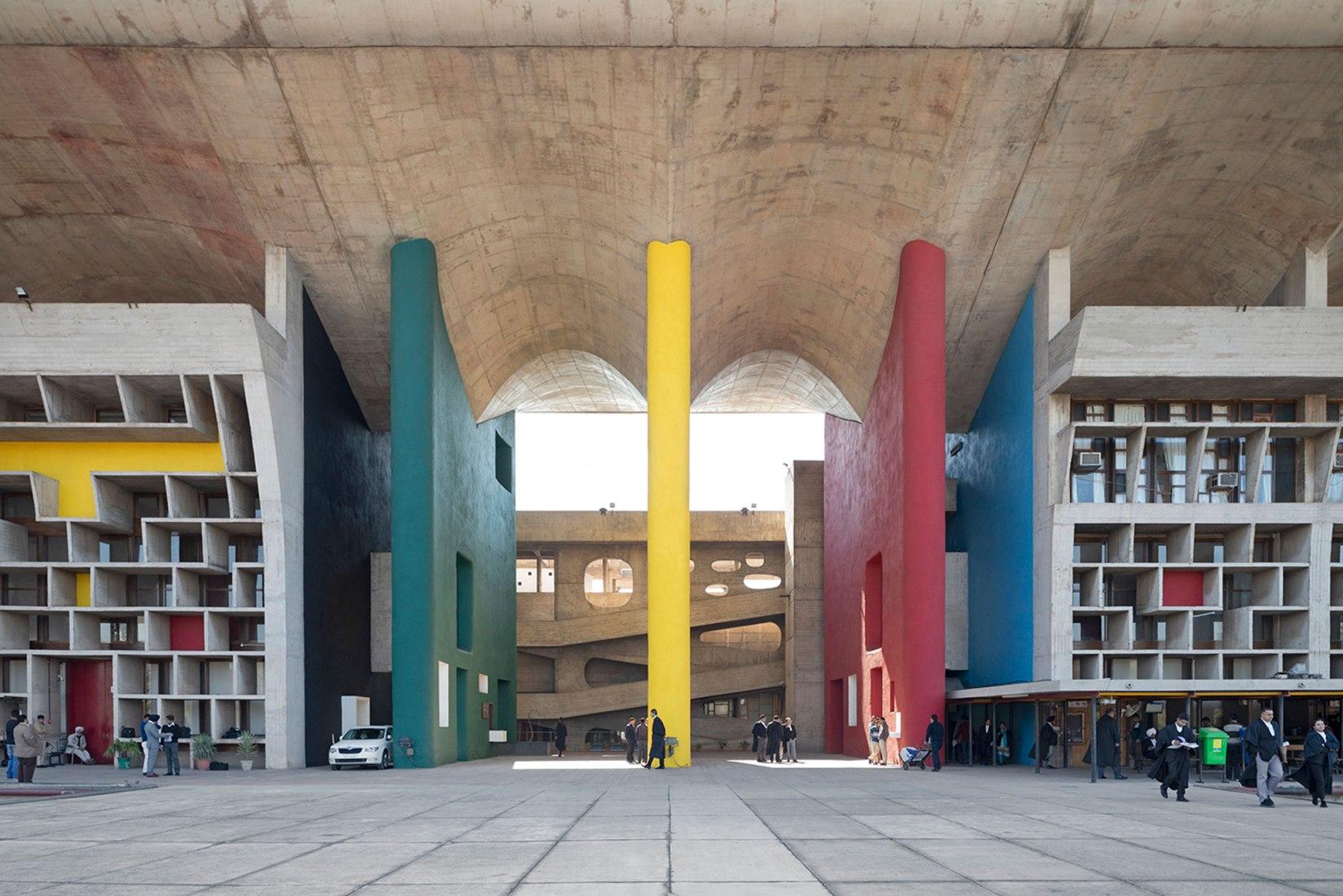 La Corte Suprema por Le Corbusier (1951-1957). Chandigarh, fragmentos de una utopía modernista por Roberto Conte. Imagen cortesía por el autor.