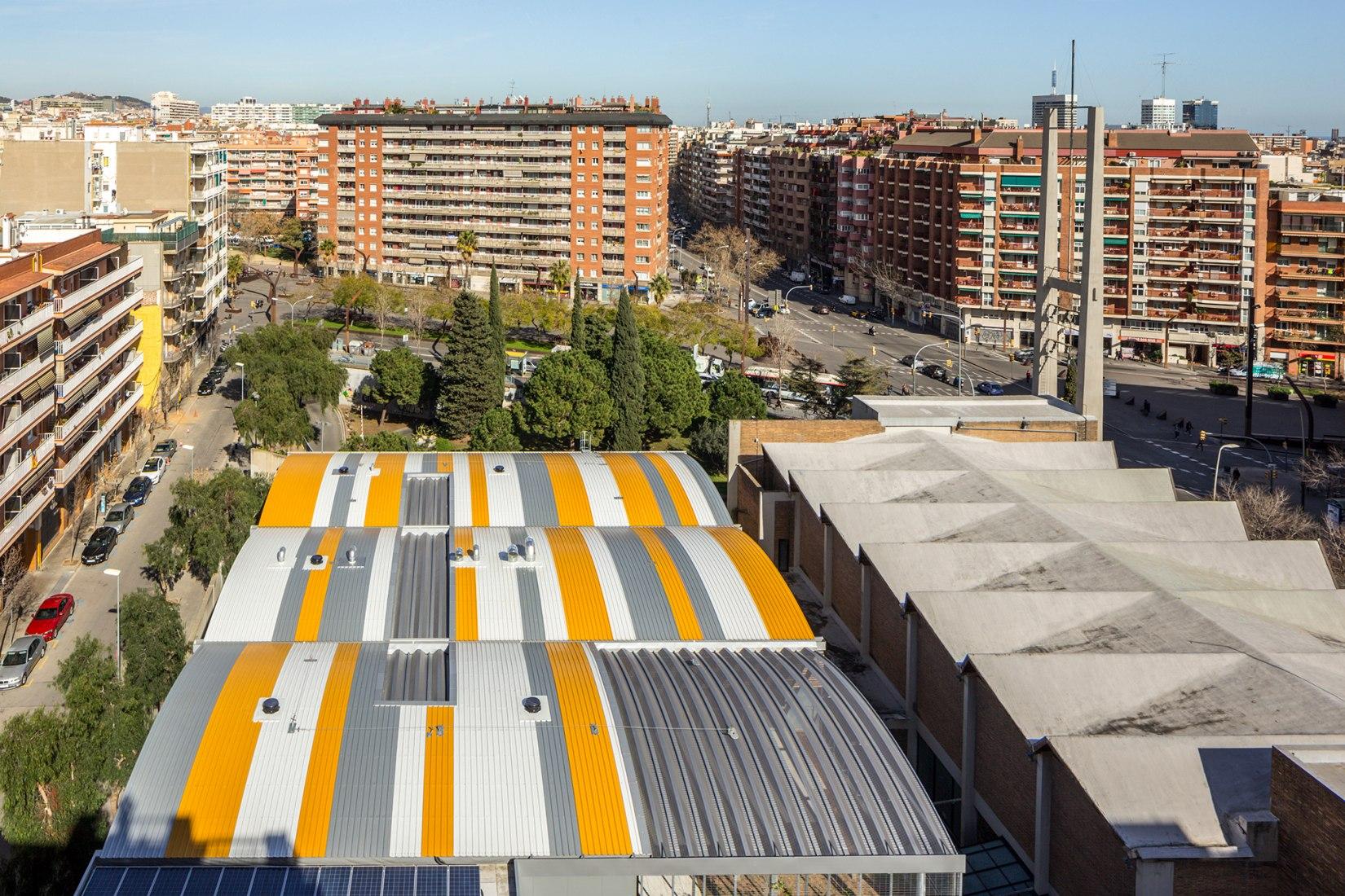 Centro Cívico Les Corts por Pich Architects. Fotografía © Simón García. Imagen cortesía de Pich Architects.