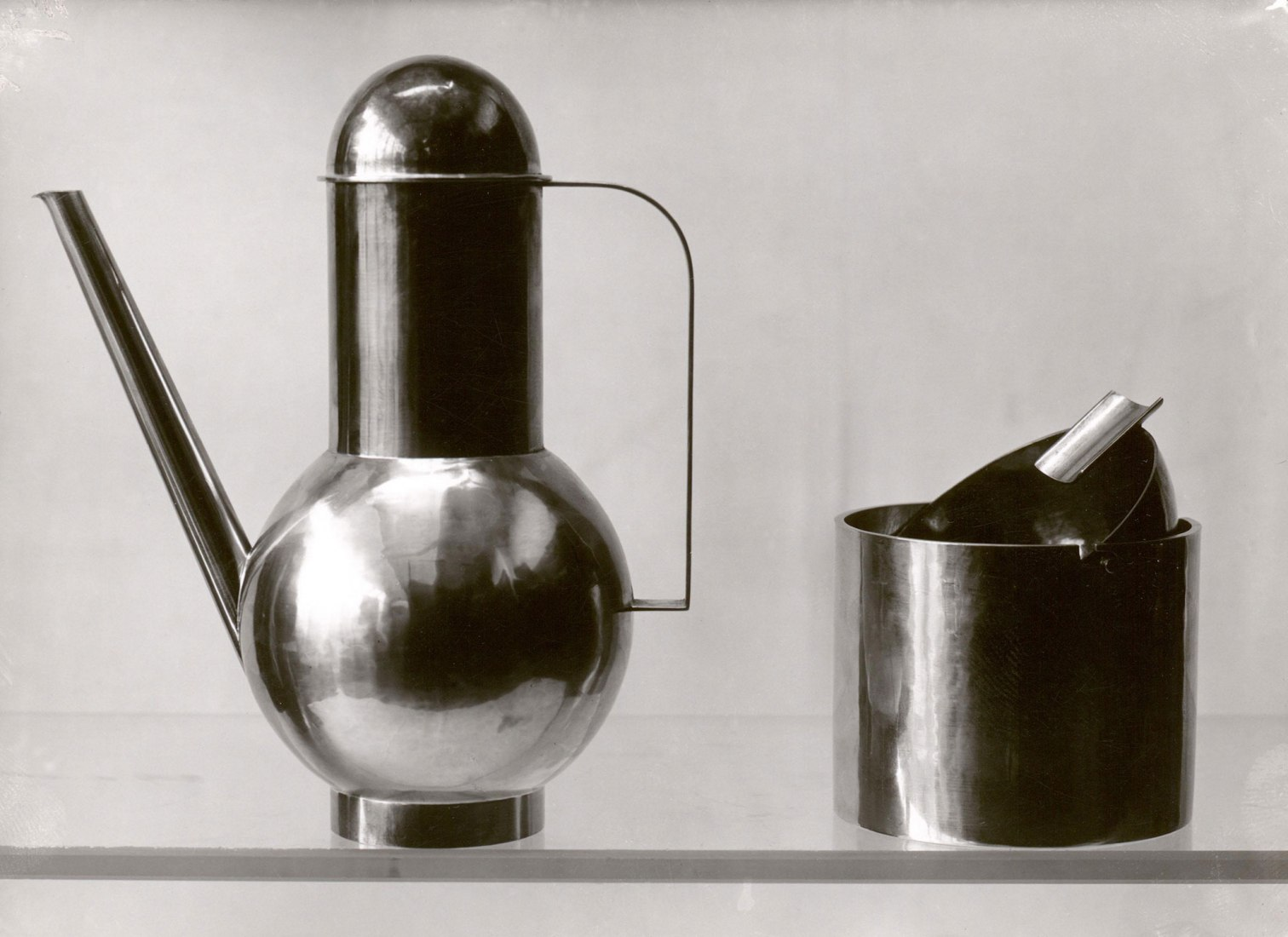 Lucía Schulz. Metal design by Marianne Brandt. 1924.