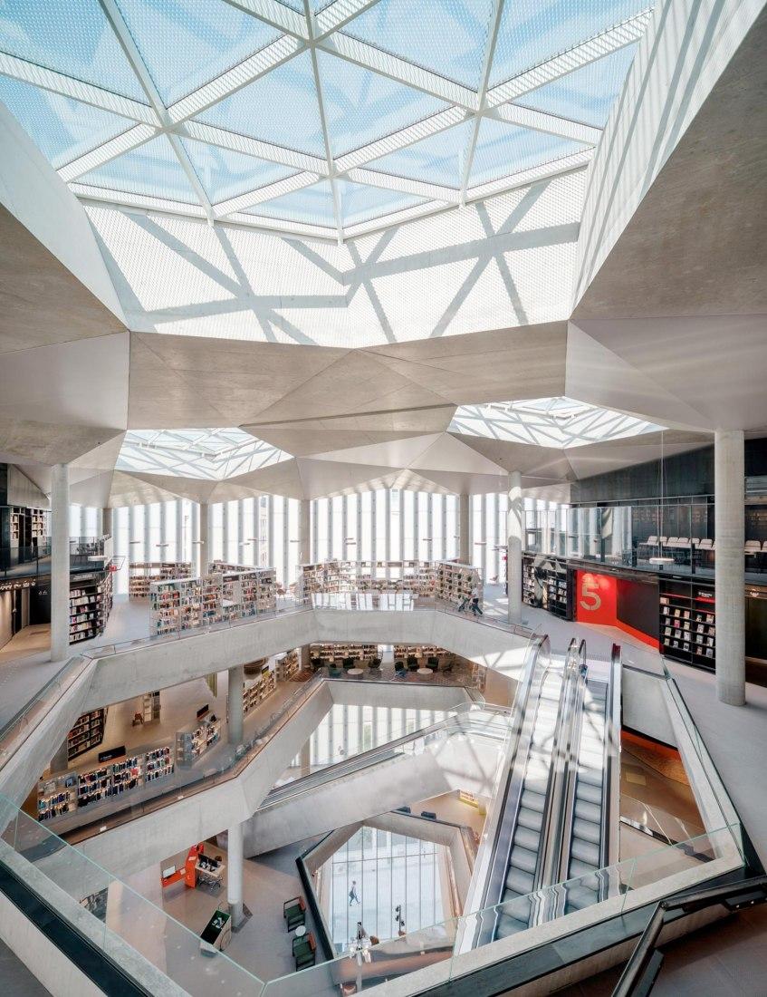 Biblioteca Deichman por Lund Hagem + Atelier Oslo. Fotografía por Einar Aslaksen