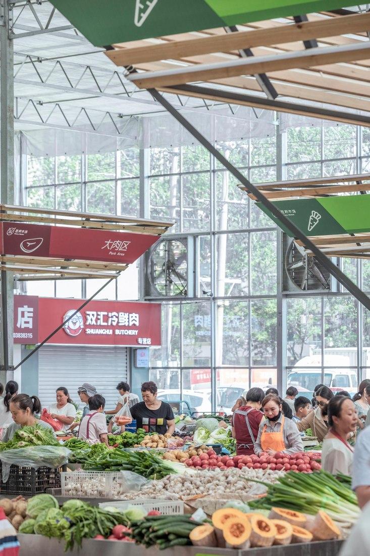 Estructura temporal para el mercado de Shengli por el estudio LUO. Fotografía por Jin Weiqi