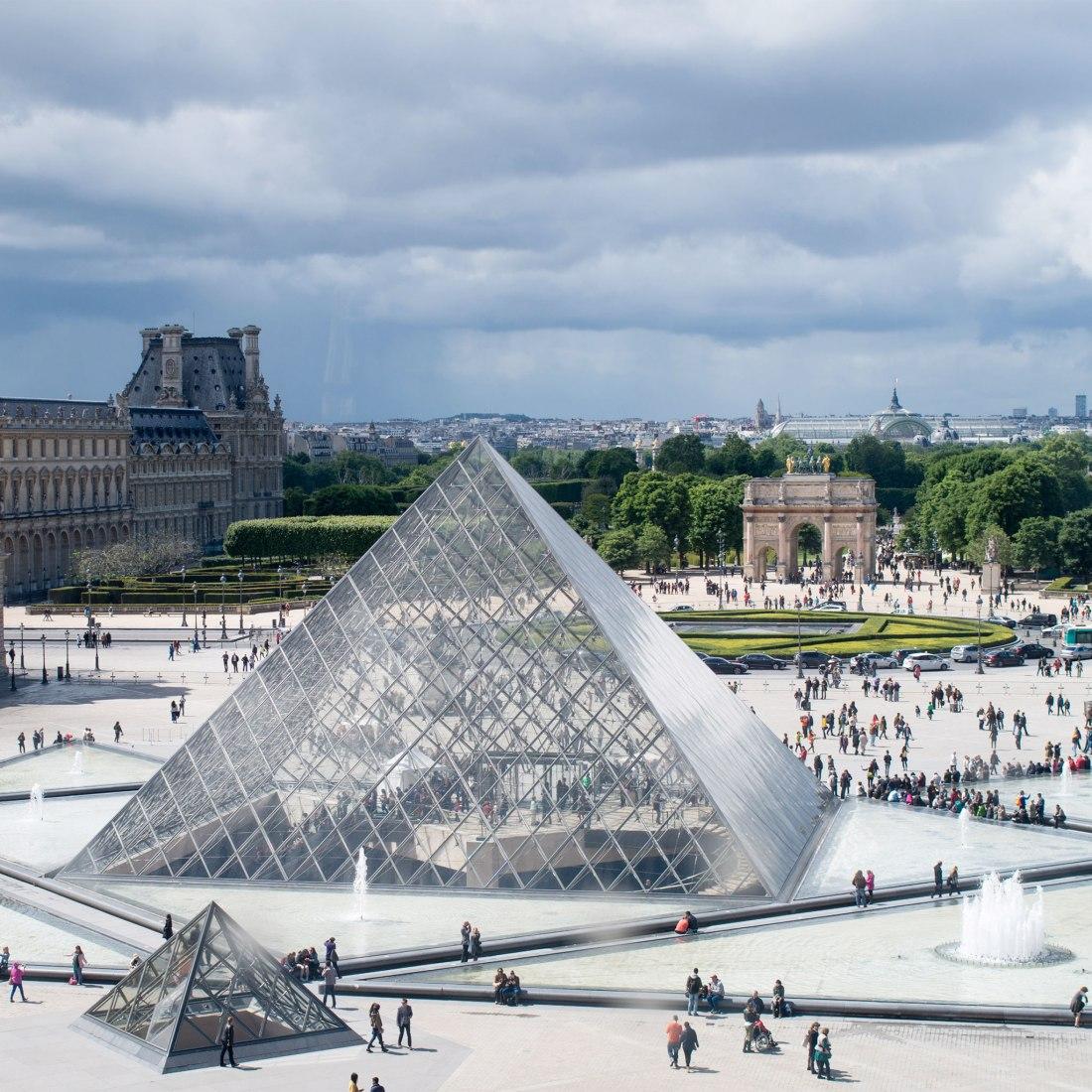 Le Grand Louvre, Paris, Francia, 1989